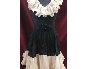 Gorgeous Black & White 1950's Dress With Pleated Accordian Detail