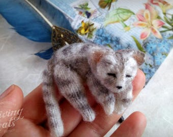 Lie cat brooch, gray striped cat, cat pin, kitty brooch knit, stuff gray cat, soft brooch cat, cat lover gift, ready to ship