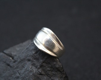 Simple Sterling Silver Modern Graduated Band Ring