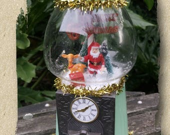 3D Christmas Scene Diorama Under Glass Vintage Gumball Bubble Gum Machine