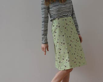 Skirt Flared-shape with flower pattern on green background