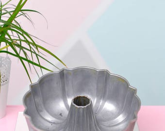 "Vintage ~10"" ""Nordicware"" Aluminum Bundt Pan"