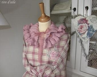 Cache-épaule rose en laine, tricoté et crocheté,  shabby chic, romantique, boho, bohème, mori