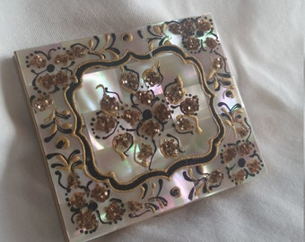 Vintage 1950s Marhill mother of pearl hand decorated compact