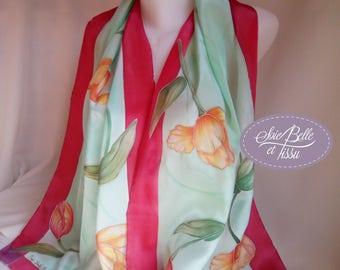 Foulard étole peint sur soie motif tulipes printanières rouge orange et vert,écharpe soie unique fleurs,cadeau pour elle