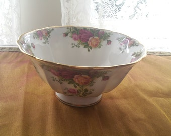 Vintage, Royal Albert,Old Country Roses,Footed bowl,OCR Bowl,Old Country Roses Bowl,OCR serving bowl,Made in England