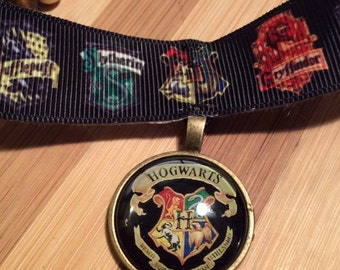 For Potterheads a great gift a Harry Potter Choker Necklace Hogwarts Crest Ravenclaw Slytherin Gryffindor Hufflepuff Deathly Hallows Pendant