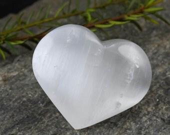 One White SELENITE Heart Crystal - Pocket Stone, Healing Crystal Heart, Positive Energy Crystal, Healing Stone, Chakra Crystal E0181