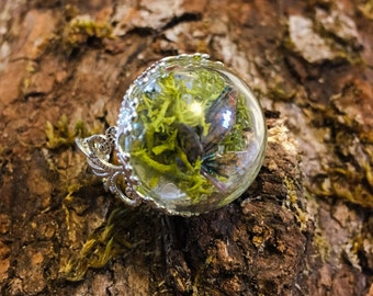 "Ring terrarium, fairy in a half sphere ""feerarium"""