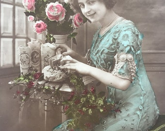 Gift packing, candy boxes, Christmas presents * French lady busy on a flowery table * Belle époque photograph on antique postcard
