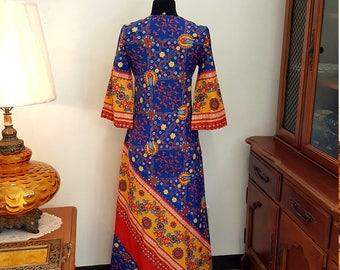 RARE & Amazing Vintage 60s Bold Print Keyloun Designer Caftan Dress with Pockets!!  Size Petite Small