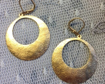 Hammered hoop earrings, brass; 14k Plated with lever back earwire. Very light weight and comfortable. Textured shimmering surface. GG11t