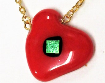 EH-P153 Pendant, Heart, red with greenish/gold sparkle ccenter