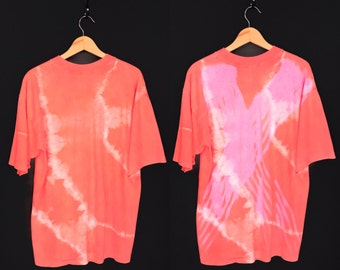90s Hypercolor T-Shirt. Totally Radical Vintage Early 90s Highly Active Peach to Pink Generra Hypercolor Heat Sensitive Tie Dye Tee.