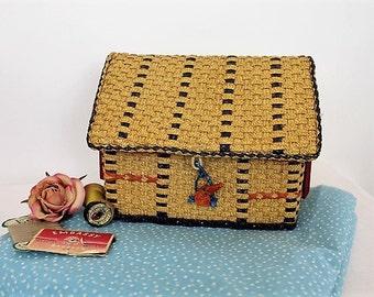 Vintage Raffia Sewing Box/ Sewing Storage/ Organsiation/ Sewing & Needlecraft Supplies/ Collectable/Haberdashery/SALE (0024K)