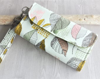 Womens wallet in forest leaves print,  Accordion Wallet, Handmade fabric wallet, Clutch wallet, Womans wristlet Wallet, credit card wallet