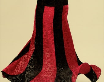 Mermaid skirt with a mini spiral at the bottom, red and black and fitted hips