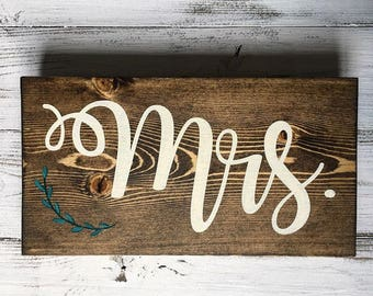 Wedding chair signs // Wedding chair signs for bride and groom // Wedding chair signs Mr and Mrs // Chair signs for bride and groom