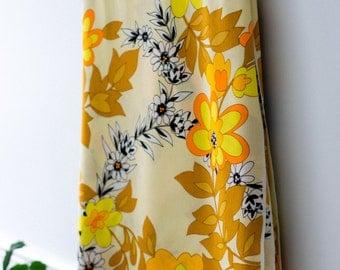 Vintage Floral 1970's Fabric - Synthetic Fibre