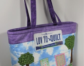 Tote bag pattern Tote Your Row for horizontal row by row patterns or novelty fabric with option for adding fabric license plates