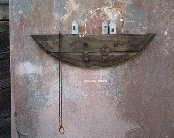 Hanger made with reclaimed wood enriched with vintage elements