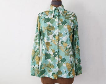Funky shirts / artsy clothing / 70s shirt / dagger collar / polyester button up / green vintage shirt / womens button down / JCPenny / L