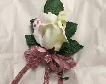 Single rose pin corsage
