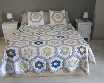 Quilt patchwork bed 150 with cushions game.