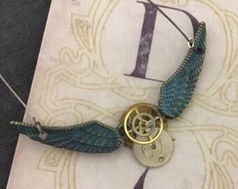 Steampunk Women's Winged gear wire necklace