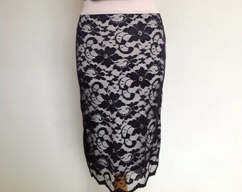Pencil skirt, small size, in stretch black lace with cream lining