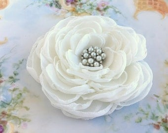 Ivory Bridal Hair Piece.Ivory Flower Brooch.Ivory Flower Hair Clip.Peony Flower.Ivory Peony Hair Clip.hair accessory.Ivory fascinator.bridal