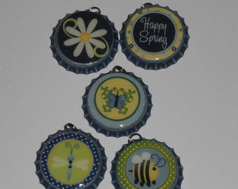 5 Happy Spring Flower Bee Butterfly Dragonfly Blue Distressed Bottle Cap Charms Mini Tree Ornaments Party Favors Jewelry Zipper Pulls