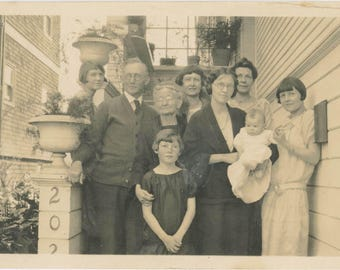 vintage photo 1925 Berkeley California Flapper Family Old to Young Baby