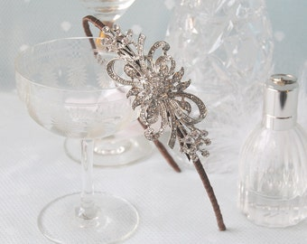 FIRST LOVE Vintage Bridal Rhinestone Bow Wedding Side Tiara