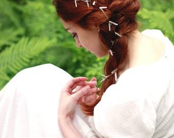 Quartz hair vine, Extra long wired vine, Bridal hair jewelry, Gold wire with quartz crystals, Unique boho bridal hair