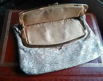 50s 60s gold brocade clutch / gold lame clutch / wedding date opera purse / gold metallic kiss clasp
