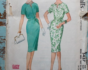"""1960s wiggle dress pattern / McCall's 5437 / belted day dress with raglan sleeve / bust 32"""""""