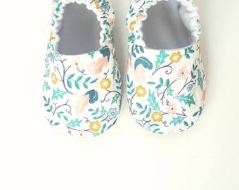 Baby Shoes, Baby Moccasins, Valor Plumes / Baby Moccs / Montessori Shoes / Soft Soled Shoes / Organic Moccs / Organic Baby Shoes