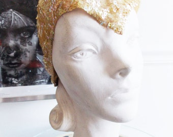 original 1920's ivory white sequin cloche hat  / 20s flapper hat  / 20's glitter skull cap/the Great Gatsby hat