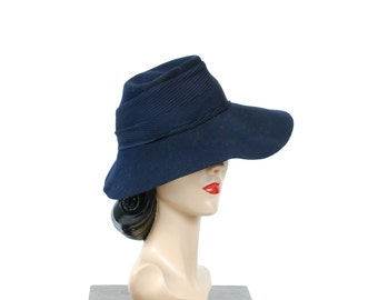 Vintage 1940s Hat - The Midnight Navy Blue Felt 40s Fedora with Wide Brim and Pleated Rayon Crepe Band