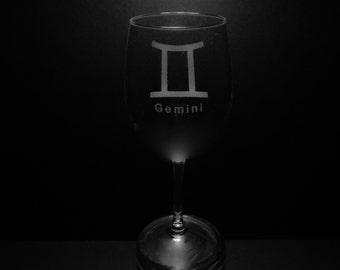 Gemini Symbol 13 Ounce Wine Glass