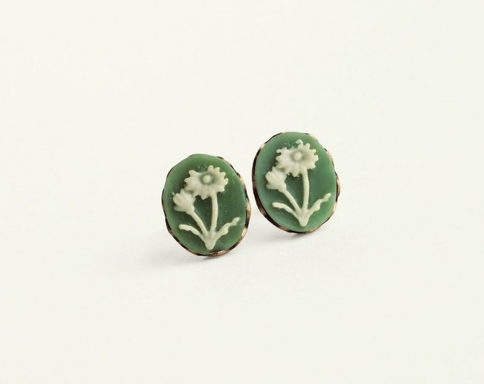 Small Green Daisy Cameo Studs Small Green Flower Earrings Vintage Floral Cameo Post Earrings Hypoallergenic Studs Victorian Jewelry