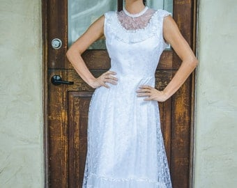 High Neck Lace and Ruffles Vintage Wedding Dress - Large Vintage Dress - Hippie, Boho, Bohemian, Rustic, Woodland