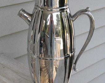 Cocktail Shaker - Chrome - Mid Century