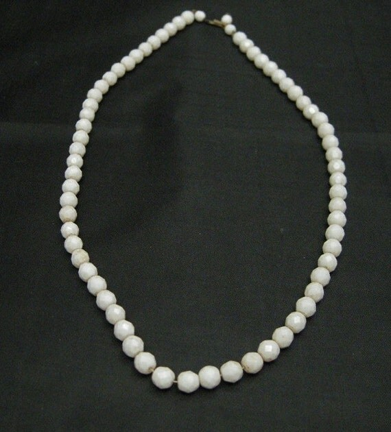Vintage 1940's White Faceted Glass Bead Necklace, Vintage Glass Beads, Glass Necklaces, WW11 Era Jewelry, Vintage Jewelry