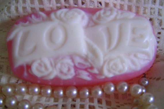Cameo Love Soap,Valentine Soap,Victorian Soap,Roses Soap,Handmade glycerin Soap,Pink Pearl,Gift for Mom,Gift for Wife,Bride,Wedding,SKIRTeam