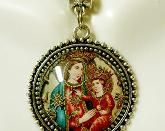 Madonna and child devotional pendant and chain - AP26-251