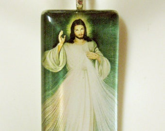 Divine mercy pendant with chain - GP01-093