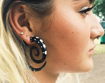 Dotted Double Spirals - Tribalstyle Horn Split Expanders