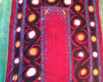 "Perfect Vintage Uzbek RED SUZANI with RUSSIAN floral prints back / 3'7""x4'5"" / 110x136cm"